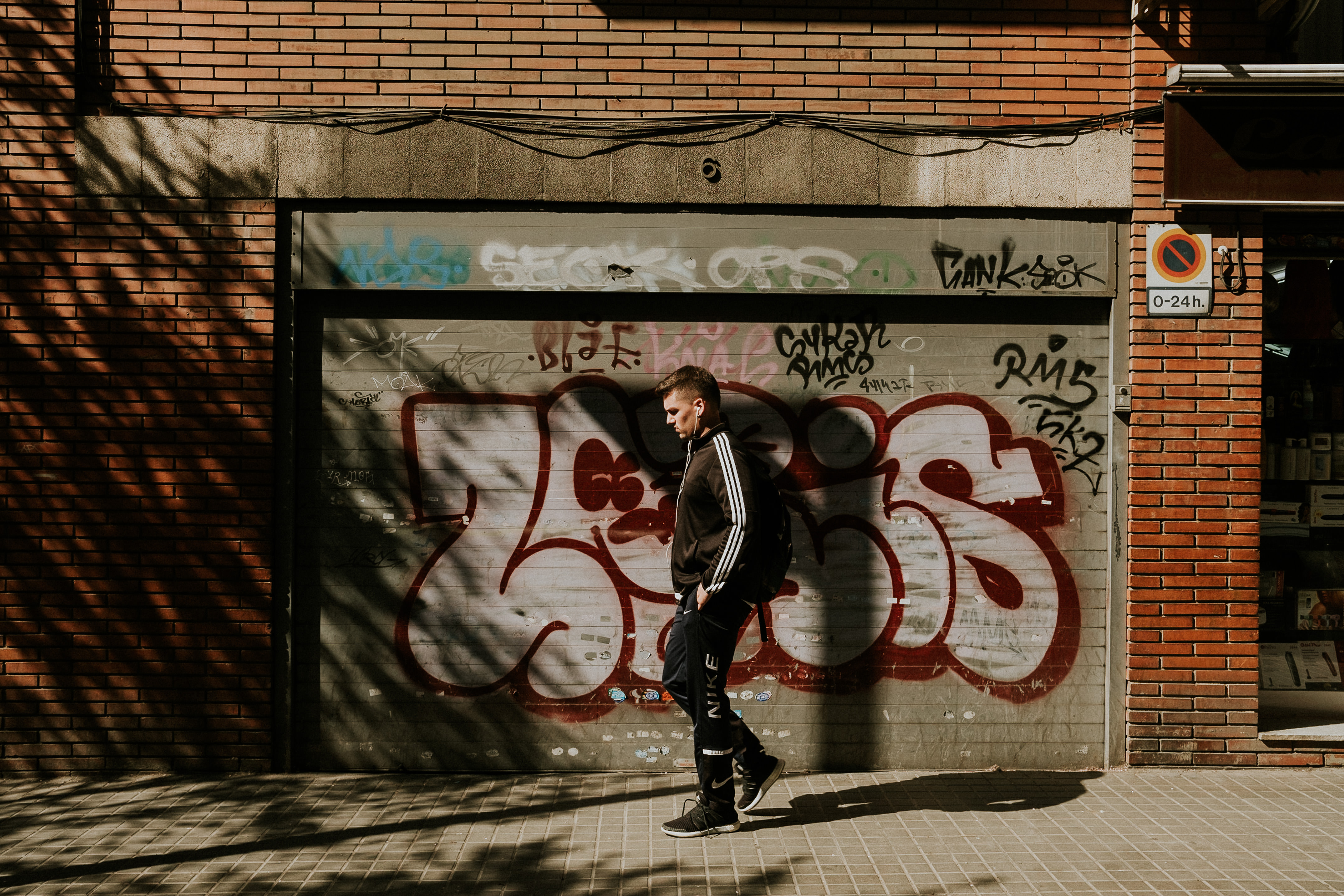 Street Photography Barcelona with graffiti